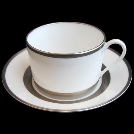 Tasse à déjeuner avec sous tasse bordure platine satinée peint à la main