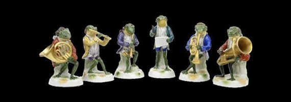 Необычные предметы: фарфоровые статуэтки